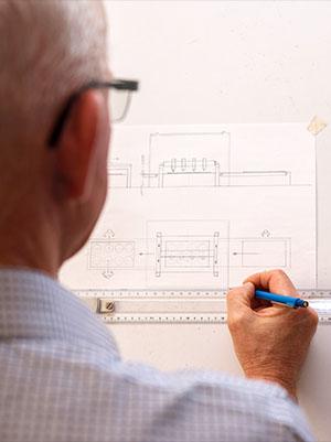 Von der handschriftlichen Skizze bis zur fertigen CAD Zeichnung erstellt das Team der Dollansky GmbH passgenaue Lösungen.